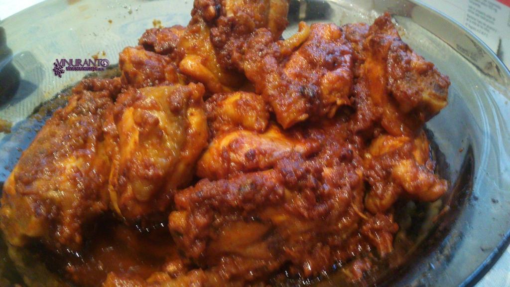 Pollo a la brasa con tomate
