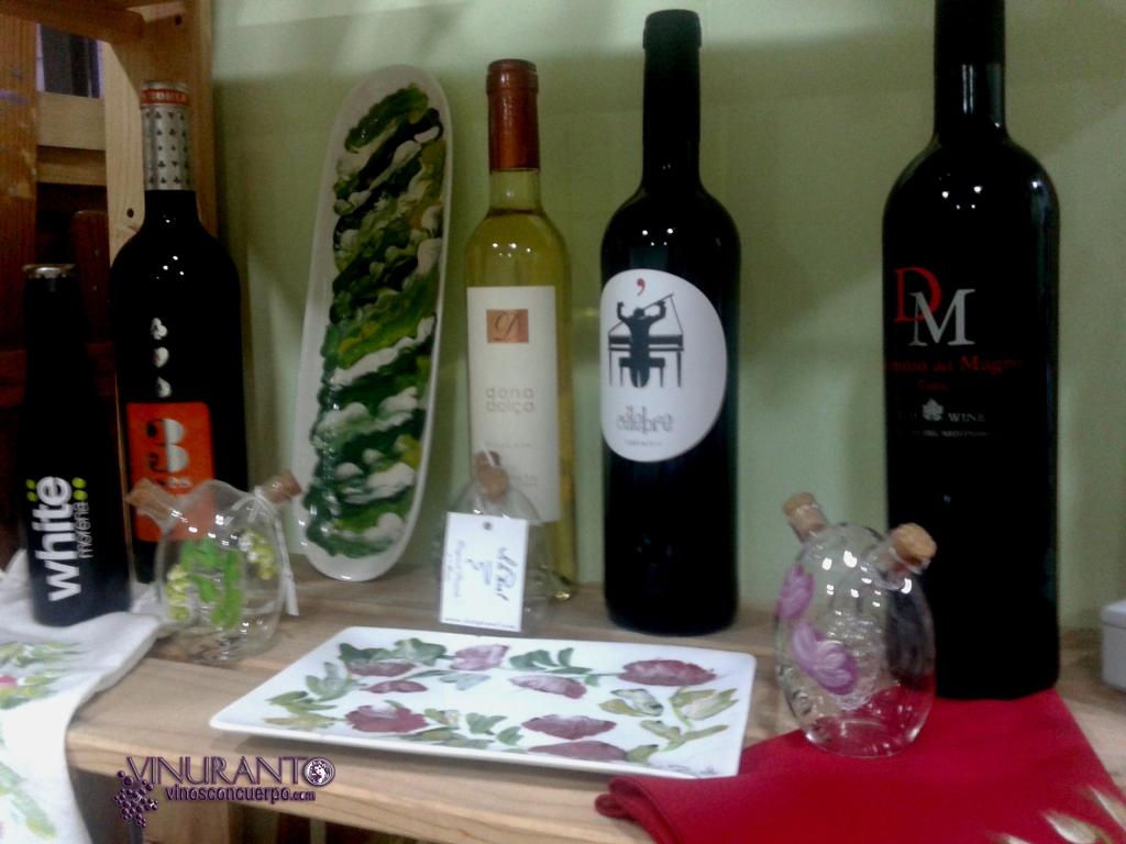 Pequeña seleccion de vinos en el taller de Lola