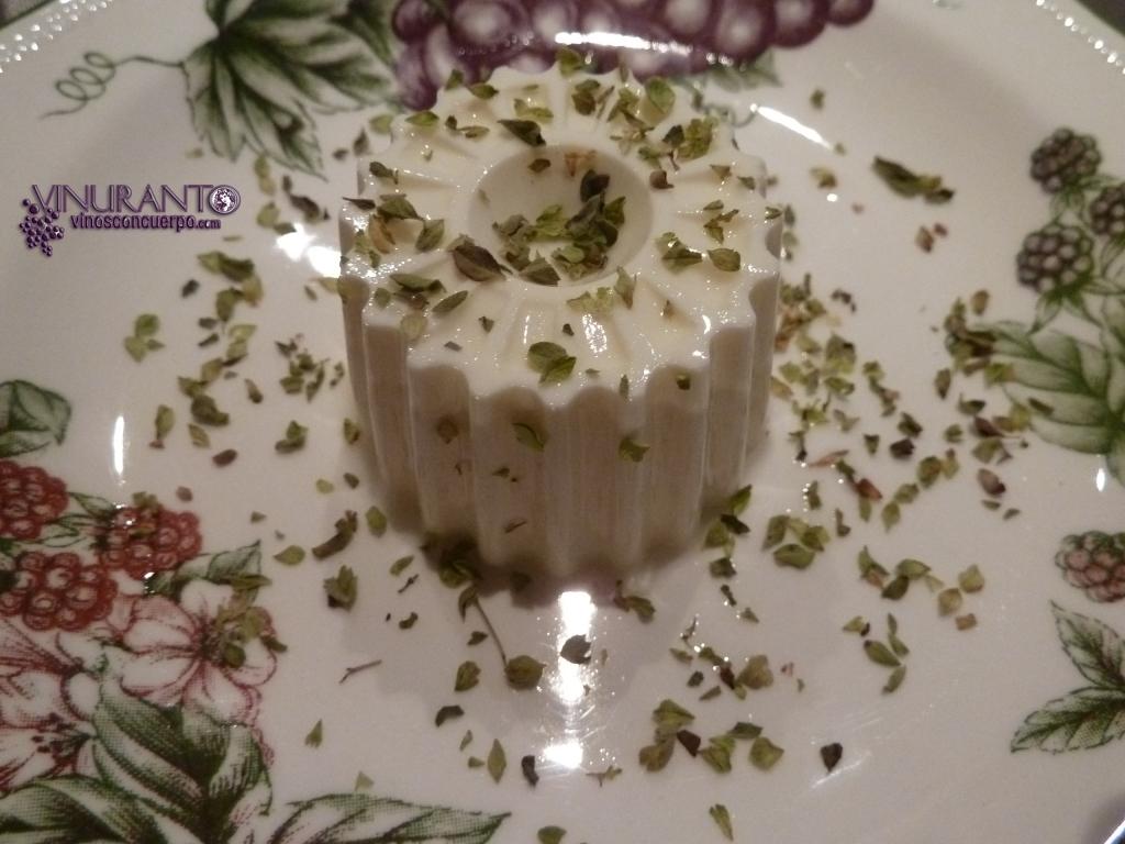 Perfefcto maridaje: queso Burgo de Arias con oregano y La Escucha de El Bierzo.
