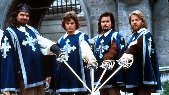 Los Tres Mosqueteros. La película clásica de 1993 con Charlie Seen, Oliver Platt, Keiffer Sutherland y Chris O'Donnell.