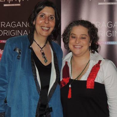 Nuria Bernaldo de Quirós Guillén (zquierda) y Virginia Adrada Olías de Lima (derecha)- Las Chicas del VIno. Febrero 2016